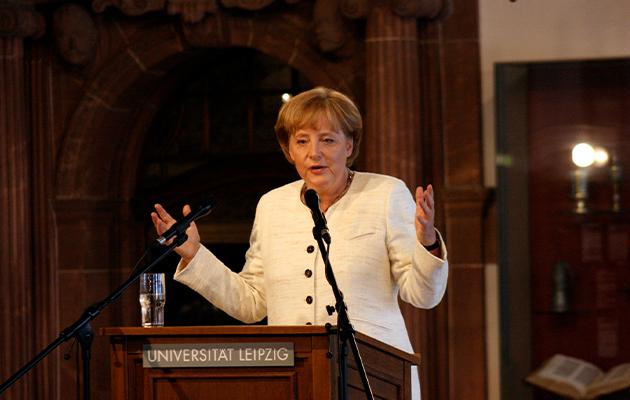 Меркель получает звание почетного доктора факультета физики и наук о Земле Лейпцигского университета (2008)