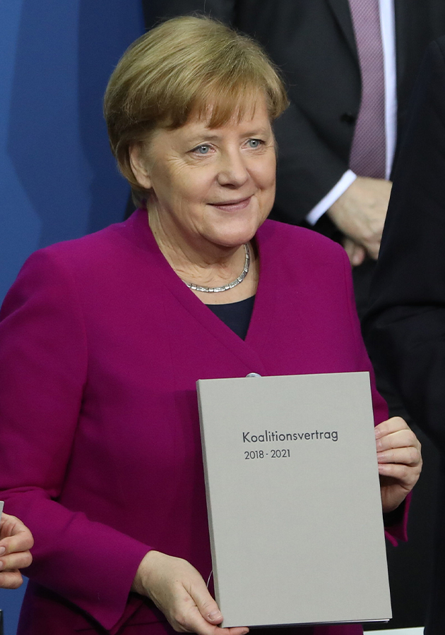 Ангела Меркель с коалиционным соглашением (2018)