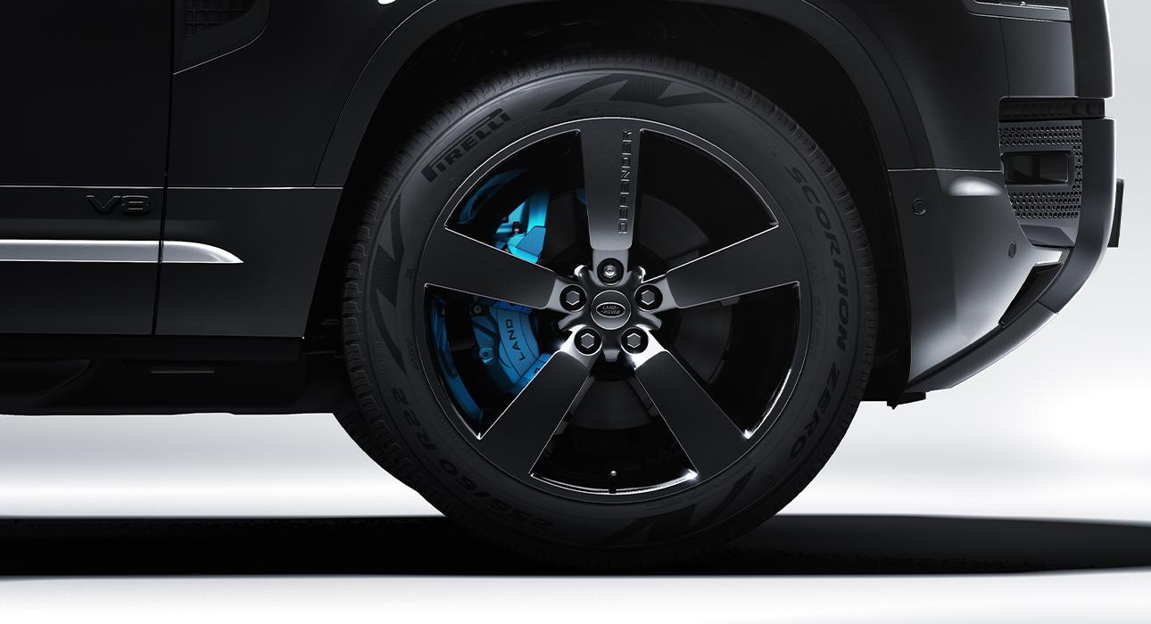 Land Rover Defender V8 Bond