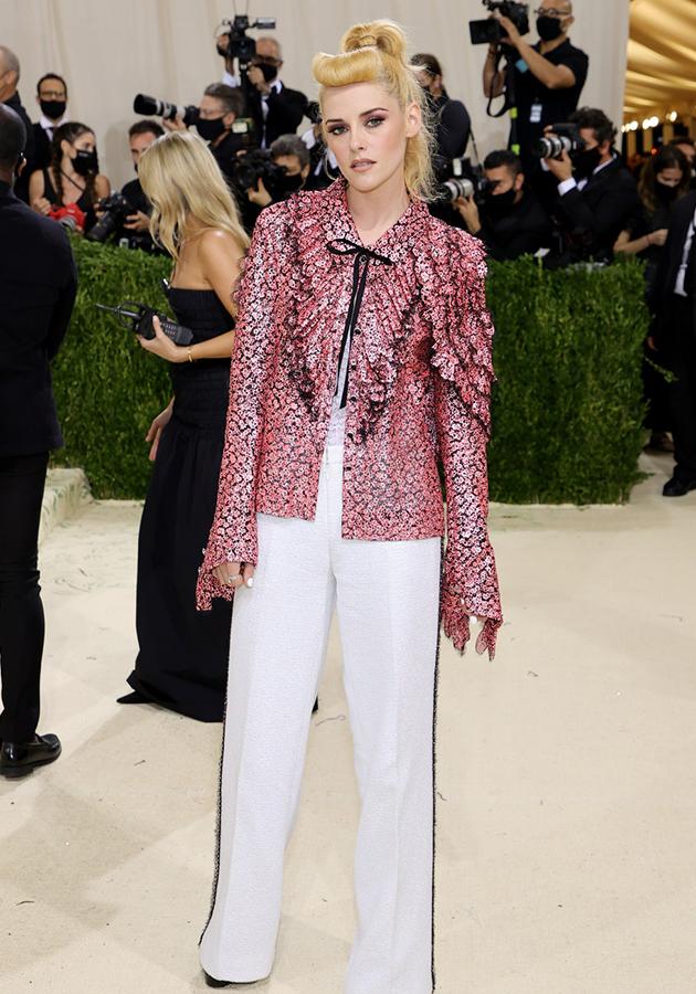 Кристен Стюарт в образе Chanel