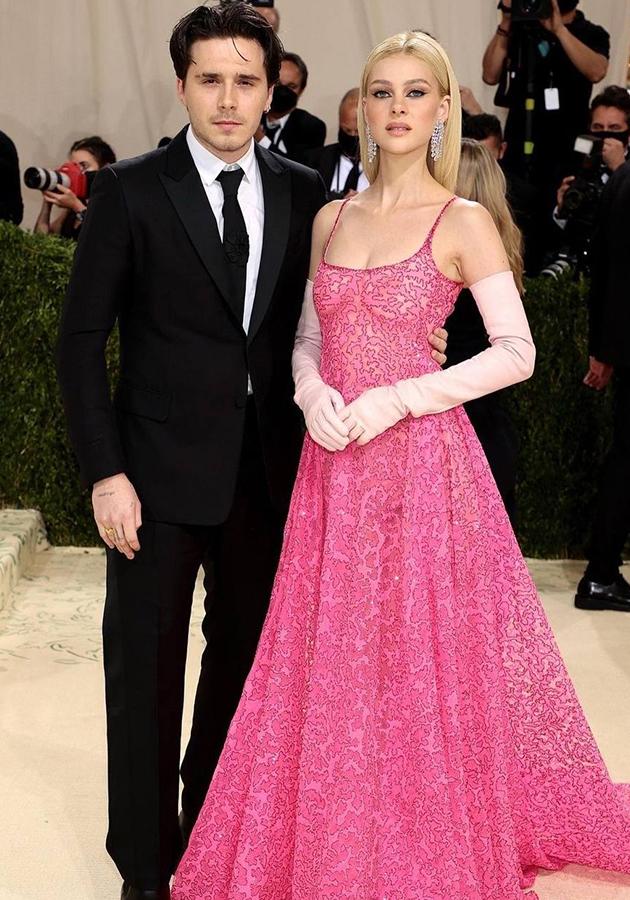 Бруклин Бекхэм и Никола Пельц в платье Valentino