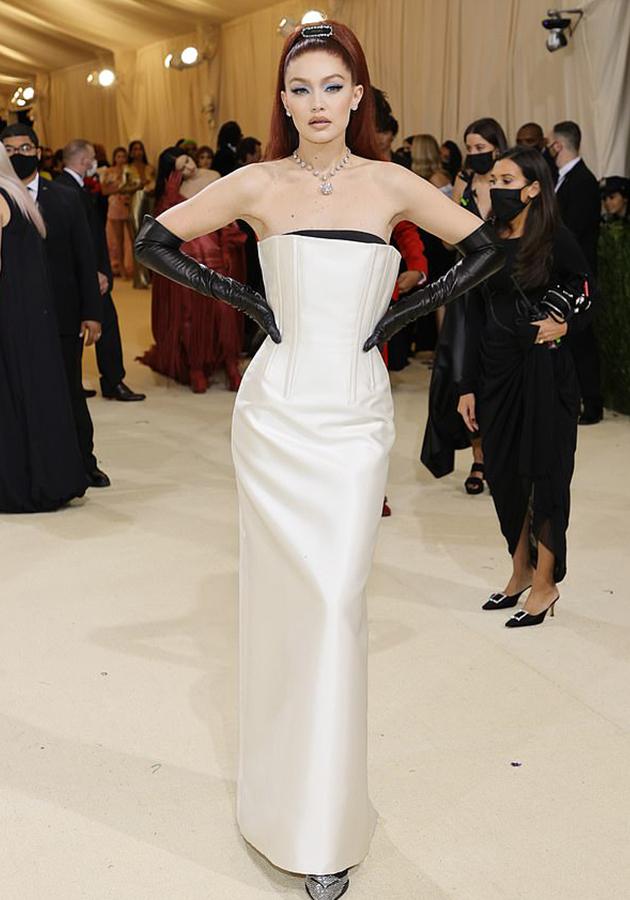 Джиджи Хадид в платье Prada