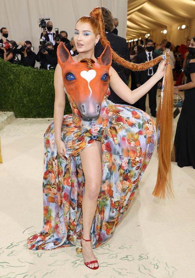Ким Петрас в платье Collina Strada