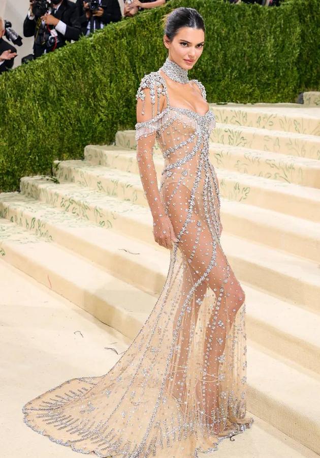 Кендалл Дженнер в платье Givenchy