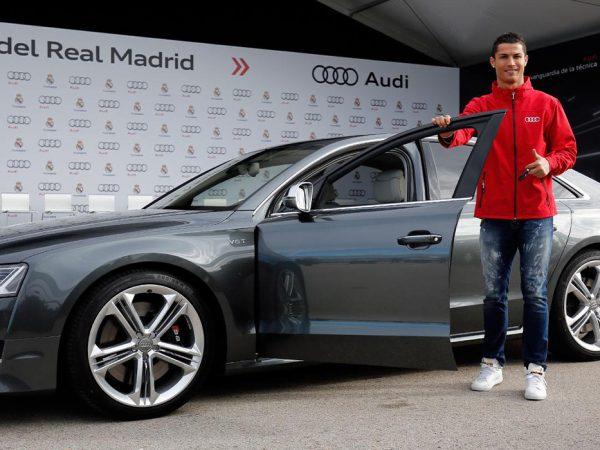 Авто: кто иззвезд мировой величины выбирает AudiRS