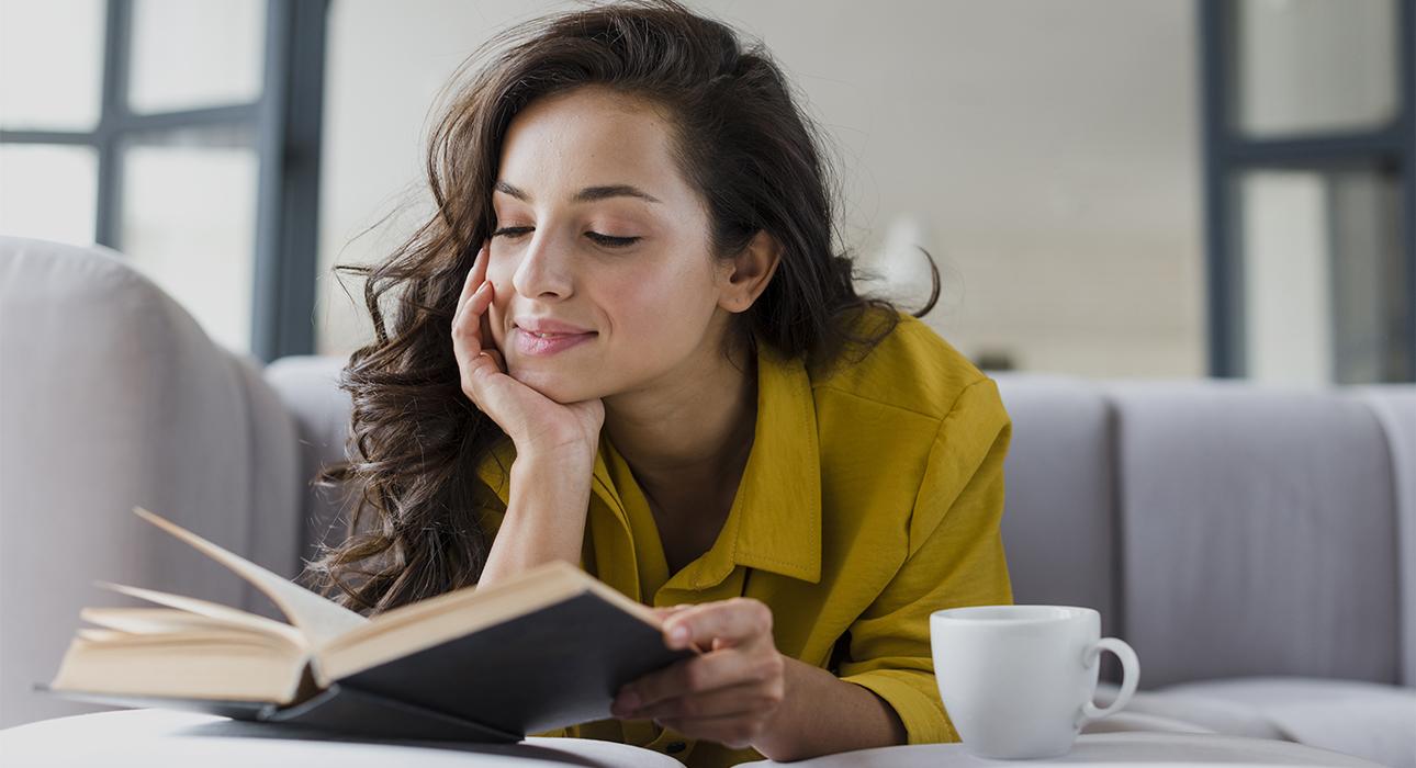 Книжная полка: новый роман Салмана Рушди, переиздание Набокова и 6 минут, которые изменят вашу жизнь