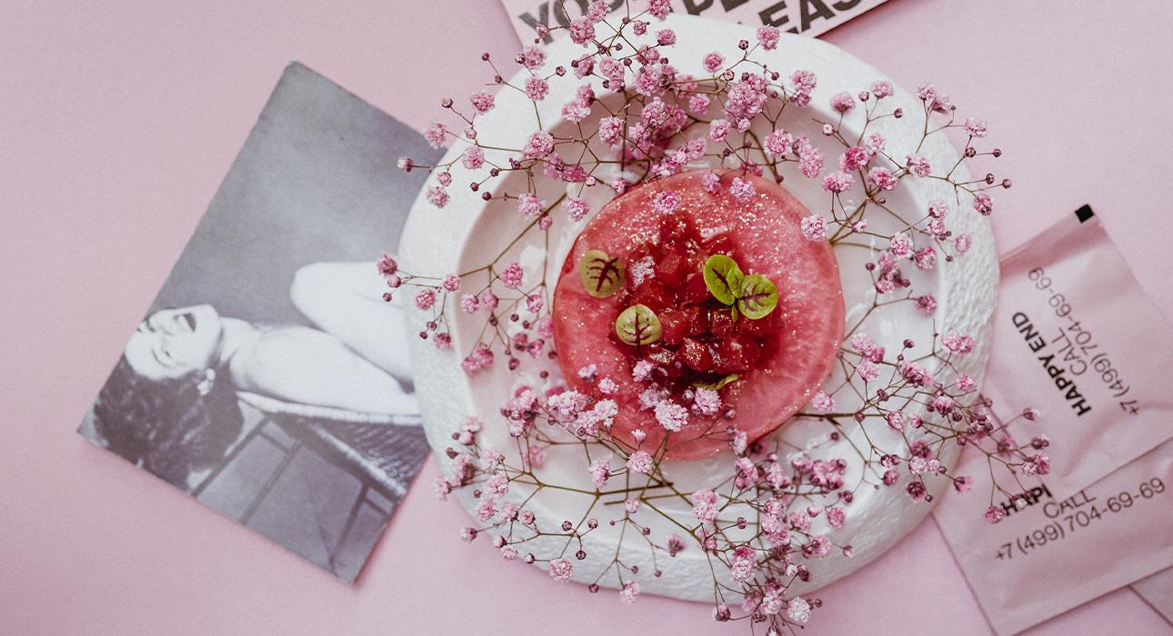 Едим не дома: День города в Mercedes Bar, день рождения бара Happy End и праздник хризантем в Novikov Restaurant & Bar