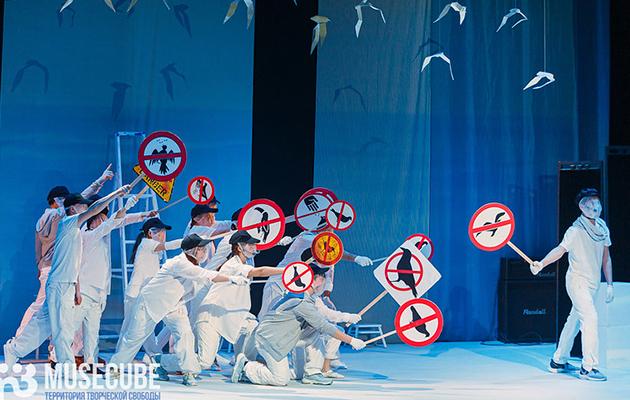«Чайка по имени…»: спектакль по мотивам повести-притчи Ричарда Баха на сцене Московского Губернского театра
