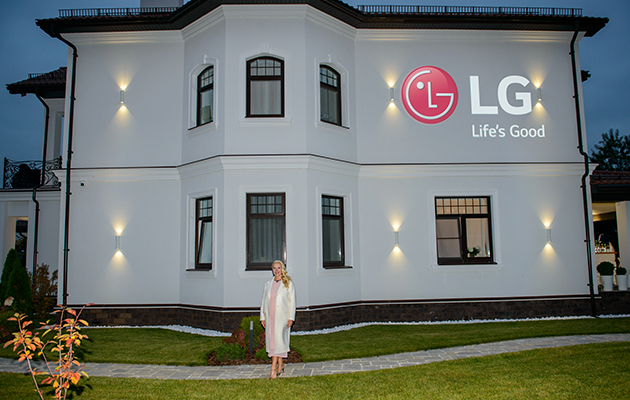 Новоселье с LG: Екатерина Одинцова пригласила друзей в свой новый дом