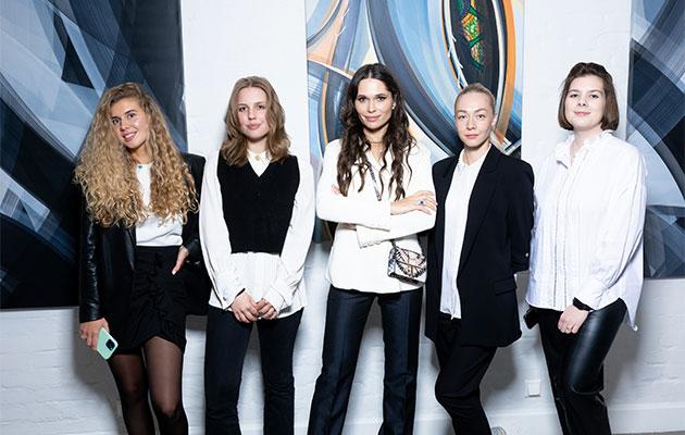 Полина Аскери и команда галереи