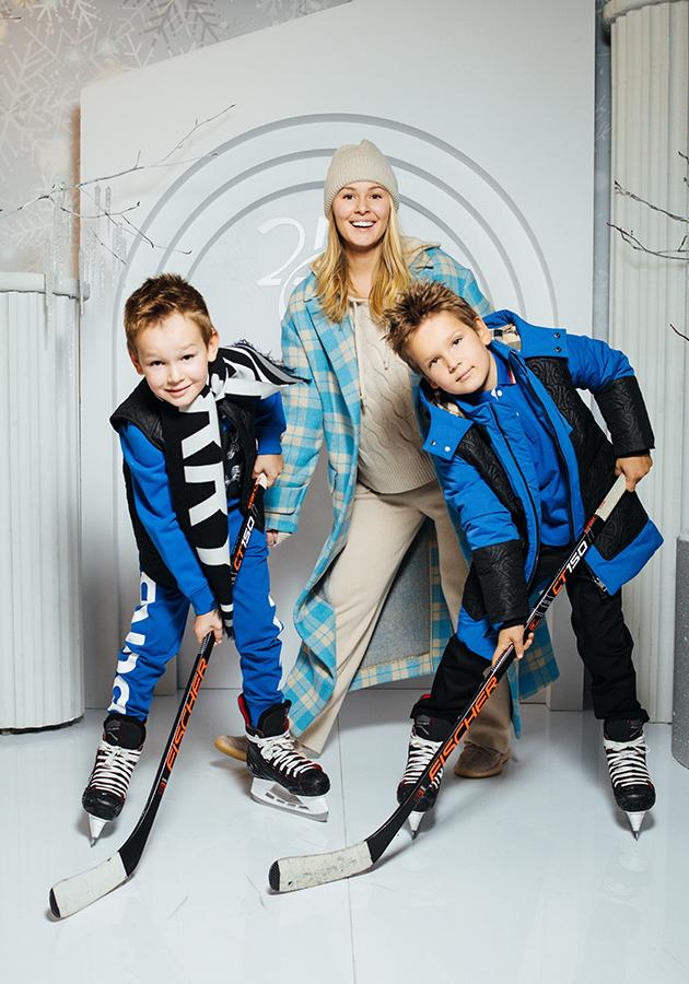 Мария Кожевникова с сыновьями Максимом и Иваном