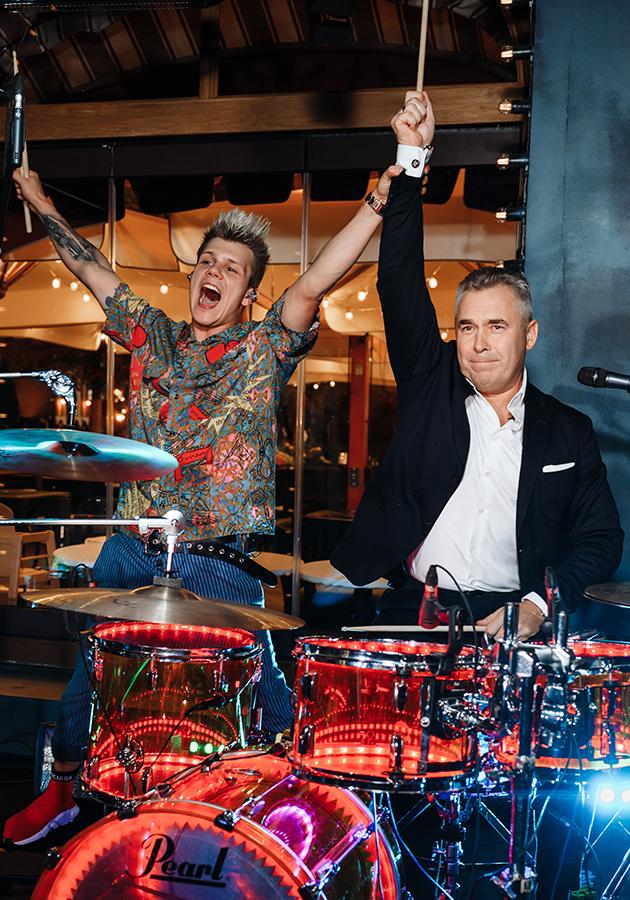 Николай (барабанщик группы «Жулики») и Павел Астахов