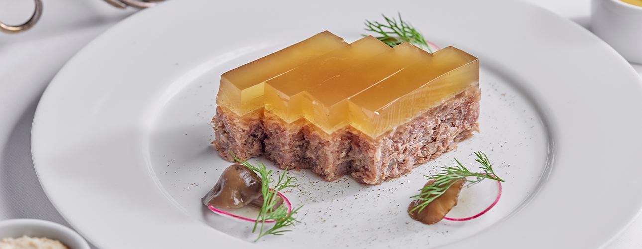 Едим недома: театральное меню вSartoria Lamberti, ужин вчетыре руки вRuski ирыбный сет в«Черетто Море»