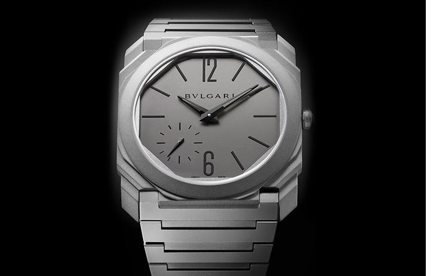 «Лучшие мужские часы» Bulgari— Octo Finissimo Automatic   НаBaselworld-2017 эта модель была отмечена как самые тонкие вмире автоматические часы. Ихтолщина 5,15мм, толщина механизма смикроротором изплатины— всего 2,23мм. Корпус ибраслет изтитана— прочного, ноочень легкого материала.