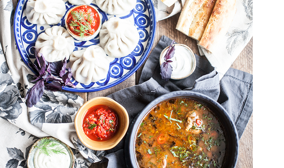 Хинкали из ягненка и суп харчо