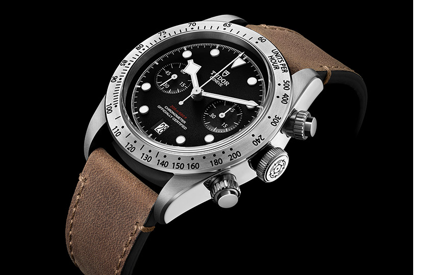 «Маленькая стрелка» Tudor— Black Bay Chrono     Этот приз получают лучшие демократичные часы: ихстоимость недолжна превышать 8000 швейцарских франков. Уже второй год подряд онуходит кмарке Tudor, основанной как дочерняя компания Rolex. Насей раз отмечен стальной хронограф.