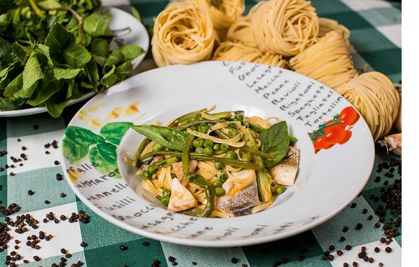 Тальотелли ссибасом изелеными овощами