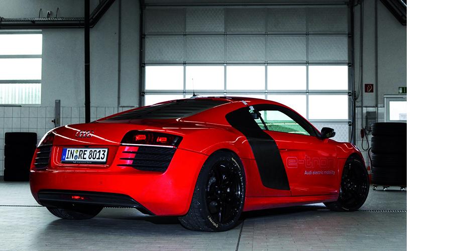 Audi R8 с двумя электромоторами