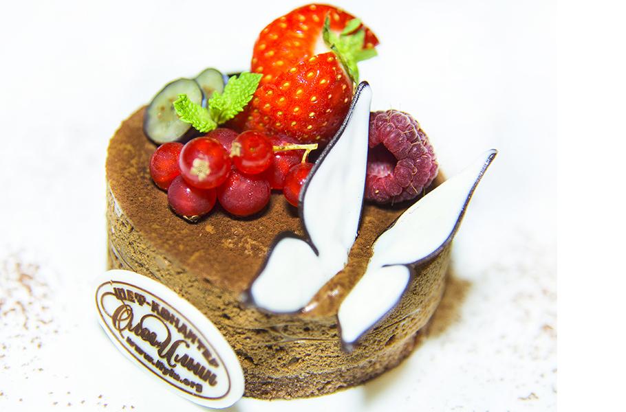 Шоколадный мусс с вишней