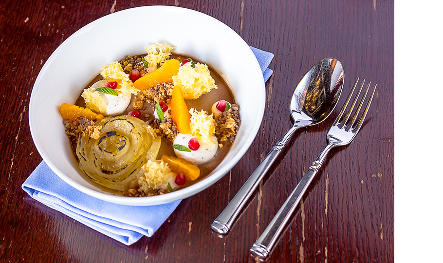 Крем-брюле из бергамота с грушей, мандарином и взбитыми сливками