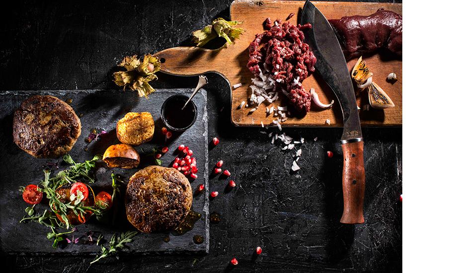 Бургер из оленины с пряной хурмой, Beefbar Moscow