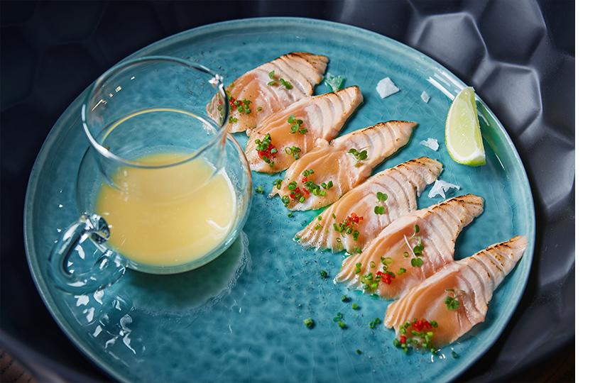Севиче никкей из лосося с соусом Tiger Milk