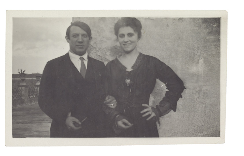 Пабло Пикассо иОльга Хохлова натеррасе отеля «Минерва». Рим.1917