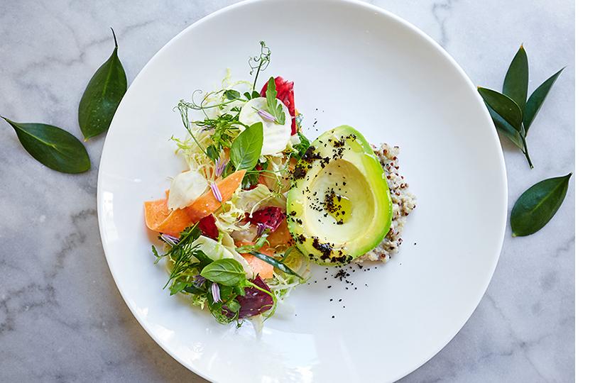 Авокадо с овощами и киноа