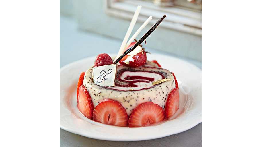 Маковый рулет, творожным кремом дополненный Рулет из японского макового бисквита в сочетании с вишневым и творожным кремами ЦЕНА: 350 РУБЛЕЙ u00a0