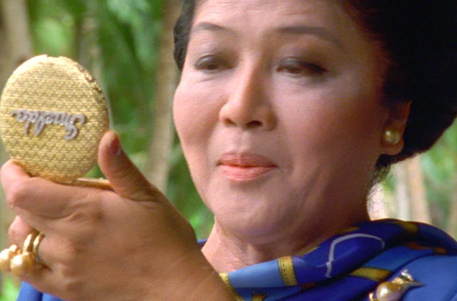 Имельда Маркос   бывшая первая леди Филиппин миллионерша Имельда Маркос известна своей любовью кшикарной обуви, одежде иукрашениям. Веегардеробе— 15норковых шуб, 65зонтиков, 72пар очков, 508 вечерних платьев, 808 сумок иболее 1000 пар туфель.