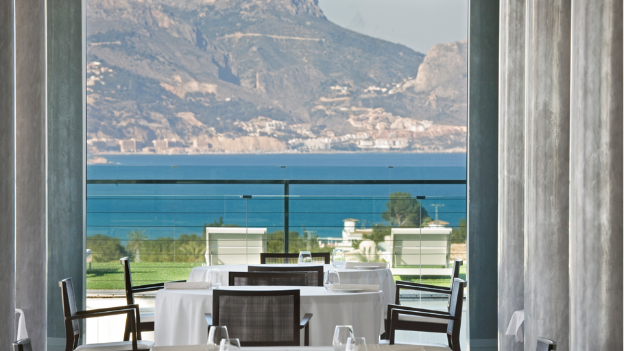 The restaurant with a view over the Bay of Altea.