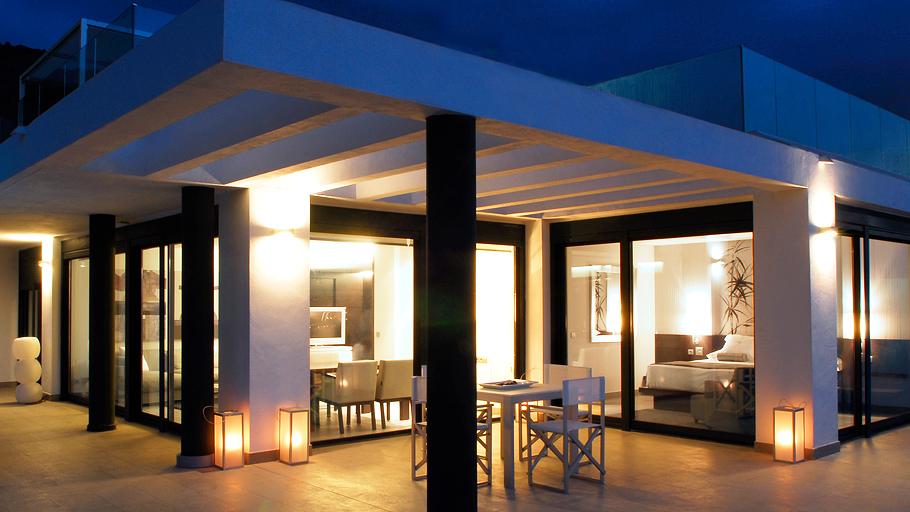 Строительством и дизайном номеров занимались престижный уругвайский архитектор Карлос Гиларди и именитый европейский дизайнер Эльвира Бланко Монтенегро.