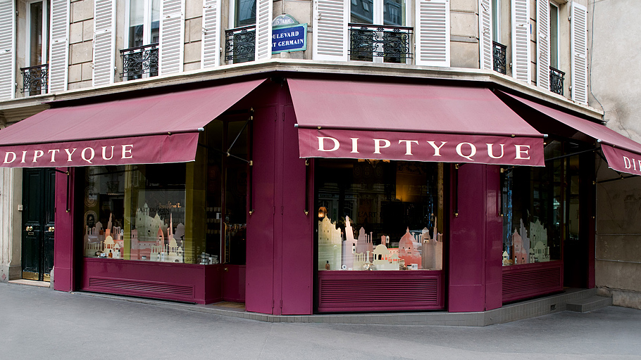Дом номер 34 на бульваре Сен-Жермен u2014 адрес, по которому в Париже располагается флагманский магазин марки.