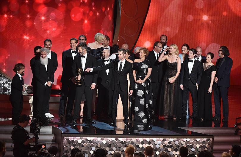 Команда сериала «Игра престолов» принимает статуэтку за«Лучший драматический сериал»