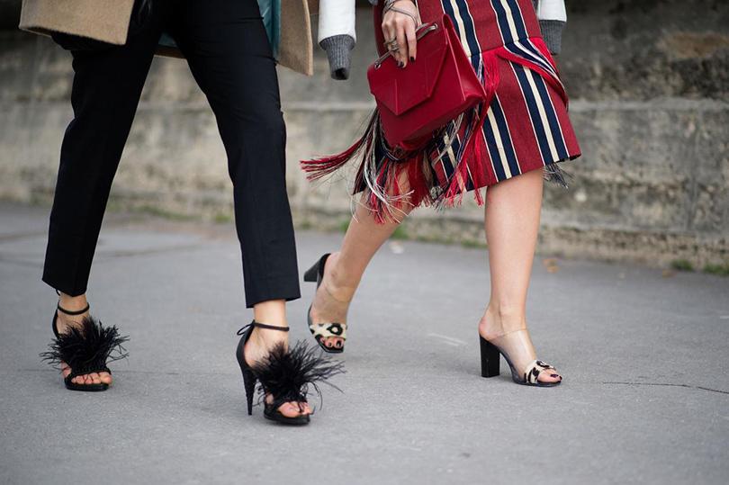 Shoes & Bags Blog: «Отряд пернатых» — кроссовки, слиперы и ботильоны с перьями