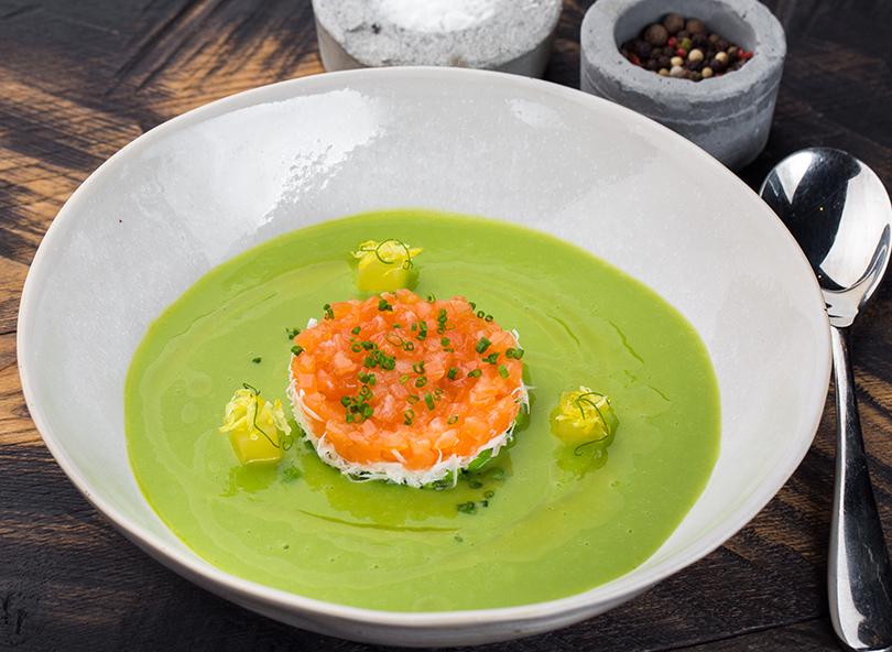 Сезонное меню в La Stanza bar. Крем-суп из горошка с лососем
