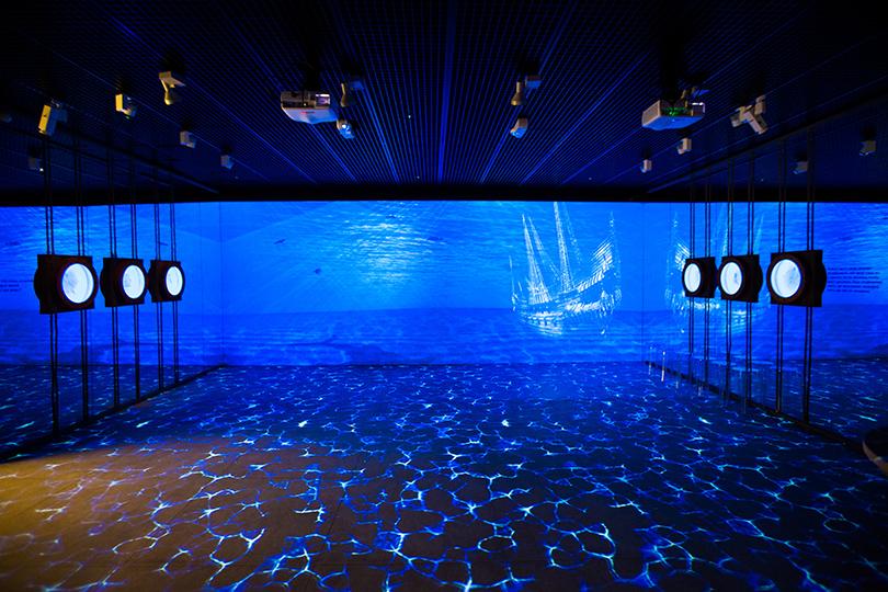 Art Weekend вМоскве: встречаемся всказке. Андерсен иЗверев вМузееАЗ. Первый этаж экспозиции— подводное царство
