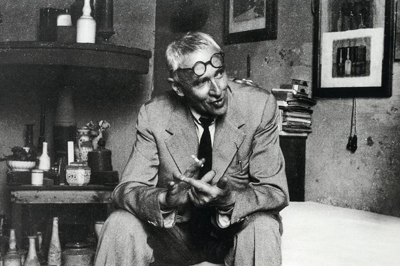 Джоржо Моранди вмастерской. Ок.1950
