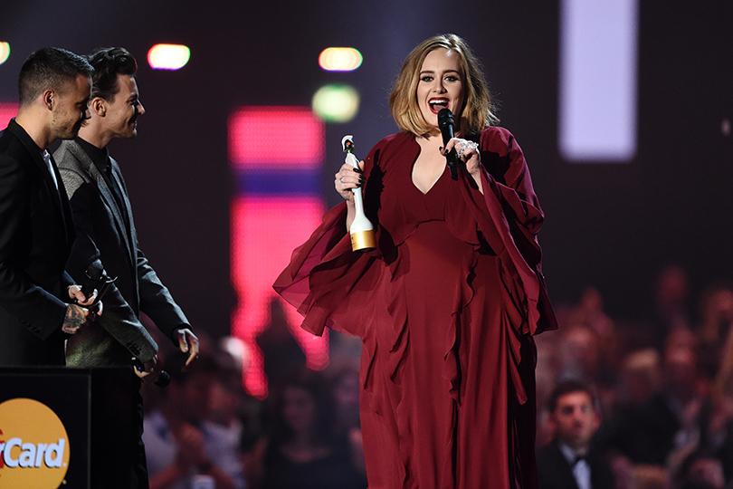 Неожиданные победители и стильные гости Brit Awards 2016: Адель одержала победу сразу вчетырех номинациях