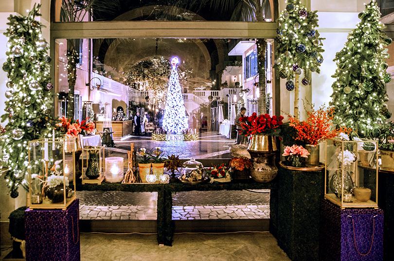 Тасамая Fendi-елка всаду Hotel deRussie— главный объект для фотосессий вновогоднем Риме