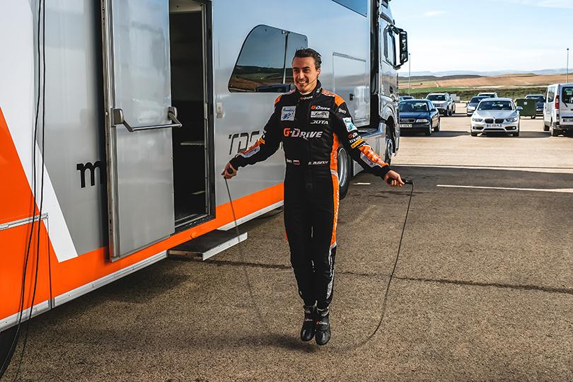 Гонщик команды G-Drive Racing Роман Русинов