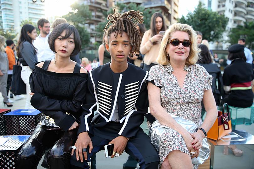 Style Notes: показ круизной коллекции Louis Vuitton в Рио. Пэ Ду-На, Джейден Смит и Катрин Денев