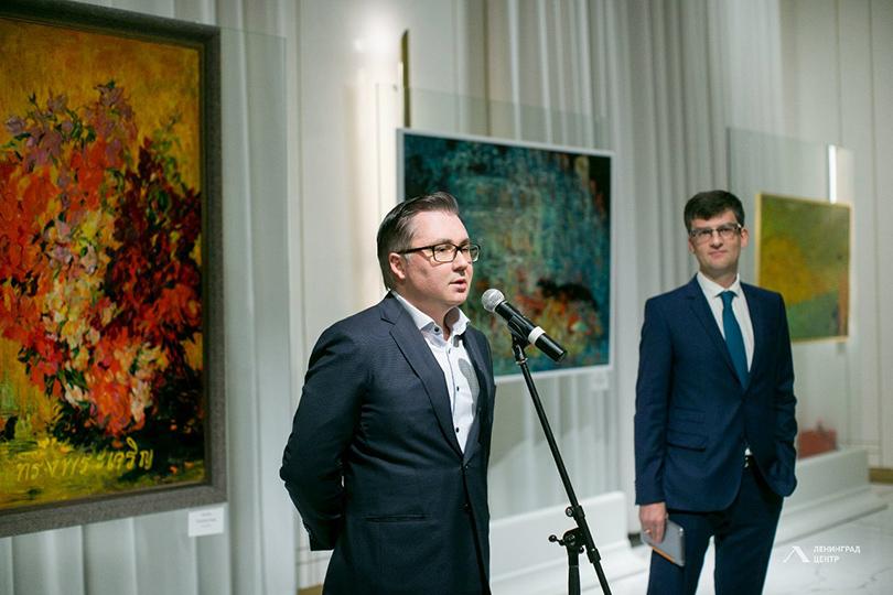 Выставка главного декоратора «Ленфильма» Марка Каплана: антиквар Игорь Полторак (справа) среди выступавших на открытии выставки гостей