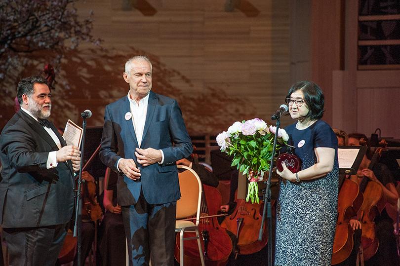 Михаил Куснирович, ведущий вечера Сергей Гармаш иЗельфира Трегулова