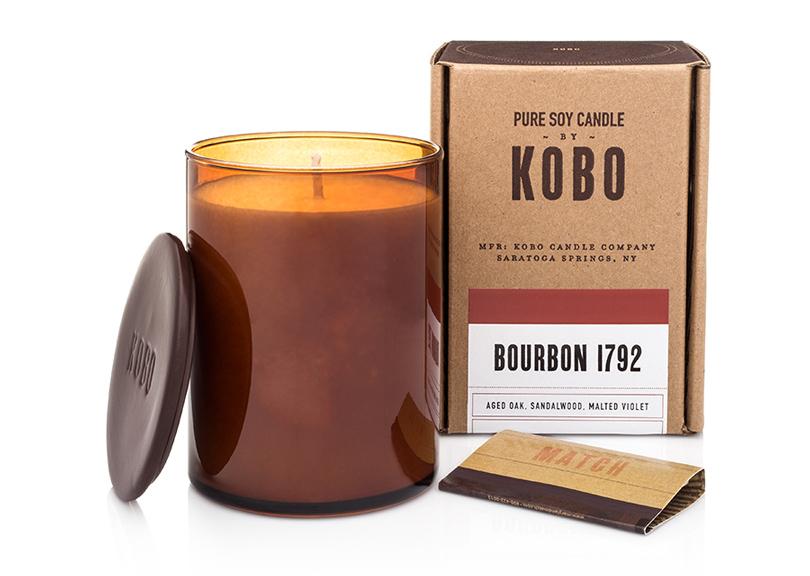 Коллекция Kobo Candles. Наш фаворит — «респектабельная» свеча Bourbon 1792 из харизматичной и волнующей мужской линейки Wood Block