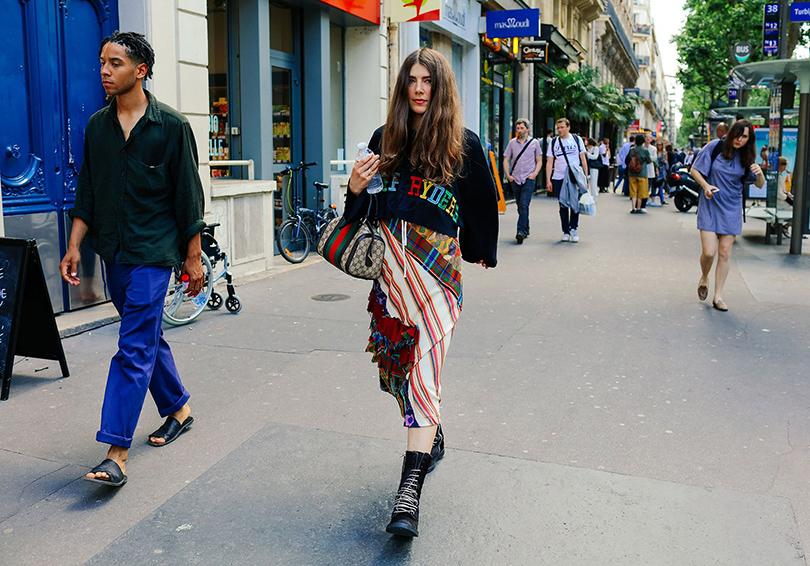 Street Style: лучшие образы на неделях мужской моды. Урсина Гиси