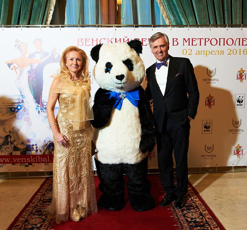 Генеральный директор компании «Венский Бал Москва» Александр Смагин иГалина Фомина (Альфа-Банк)