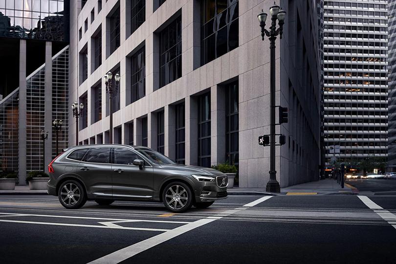Новый Volvo XC60: «Автомобиль года— 2017–2018» вЯпонии, «Премиальный кроссовер года» поитогам британской премии Professional Driver 2017 Car ofthe Year, «Самый безопасный автомобиль» врейтинге Car Tech Awards 2017в Великобритании