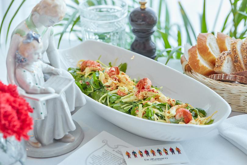 Что наужин? Доставка изГранд-кафе «Dr.Живаго». Салат с раковыми шейками