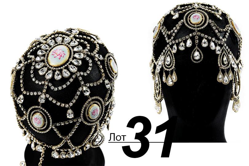 Сподиума— нааукцион: Sotheby's выставил наторги прототипы украшений споказов Dior. «Киберпанк сфарфором» (лот 31)
